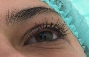 Noch ein Bild über Augenbrauen und Wimpern